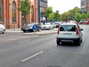Gefahrenmelder Fußgänger