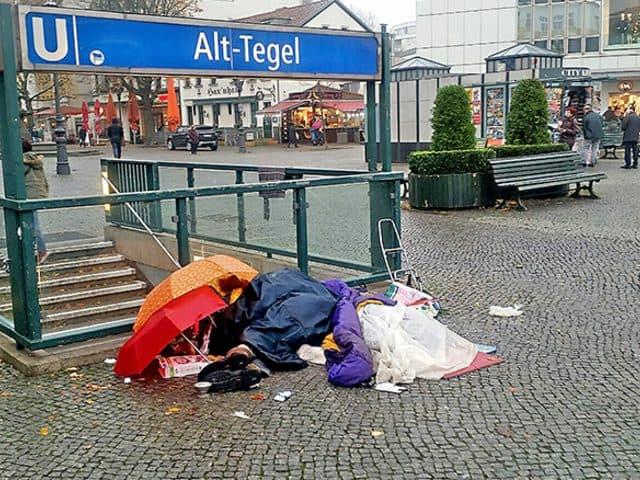 Obdachloser bereitet Mitleid und Unmut