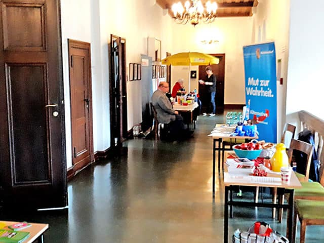 Kleingebäck und Kaffee im Rathaus