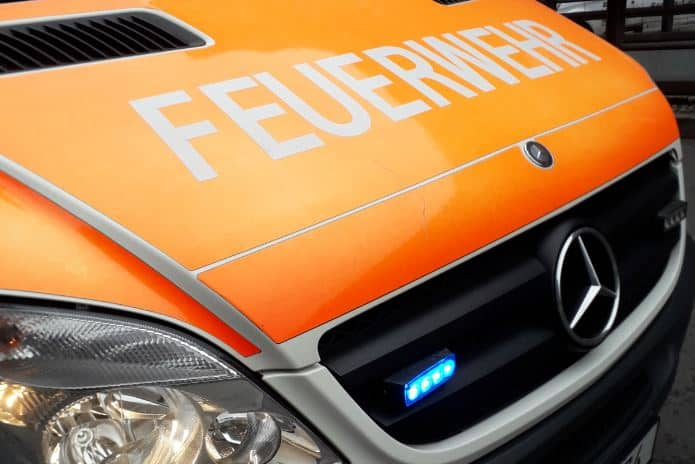 Front eines Krankenwagens mit Schriftzug