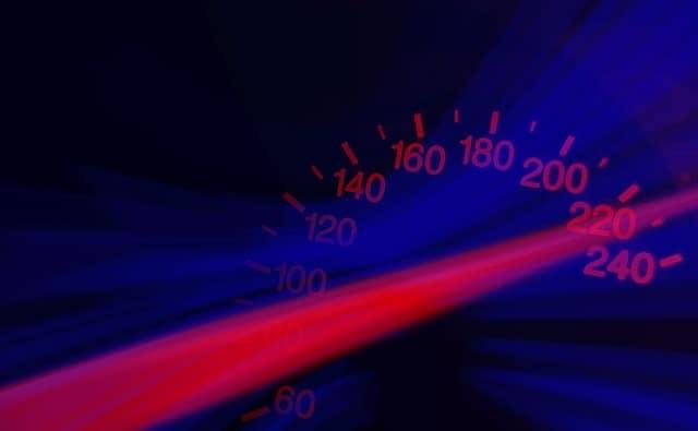 ein Tachometer im Auto