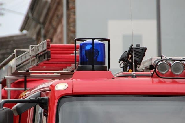 Blaulicht auf dem Dach eines Feuerwehrautos