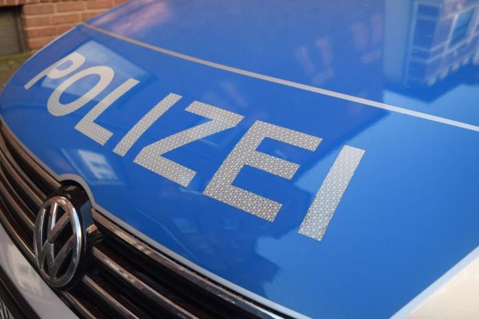 Motorhaube eines Polizeiautos