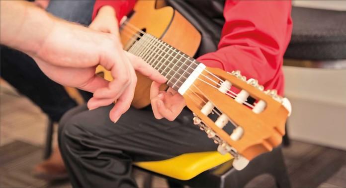Gitarre und Hände