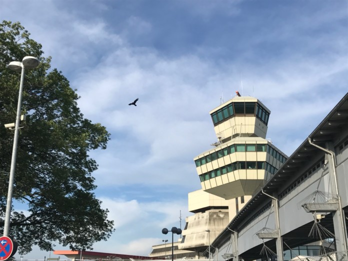 Flughafen Tegel mit Tower