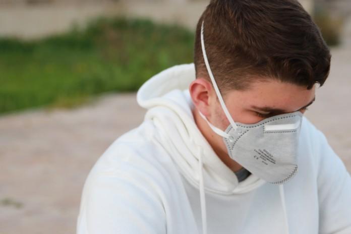 Mensch mit Schutzmaske
