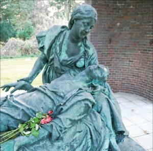 Ein Grabmal auf Reisen in das Herz Frankreichs