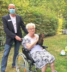 Junge Hühner fürs Altenheim