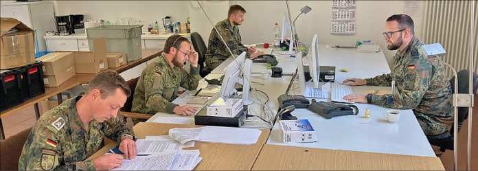 Soldaten im Büro