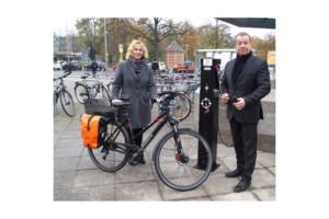 Bezirksamt weiht eigene Rad-Reparaturstation ein