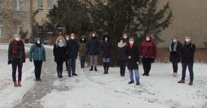 Menschengruppe im Freien