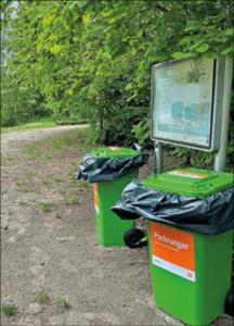 Parkranger schlucken Müll